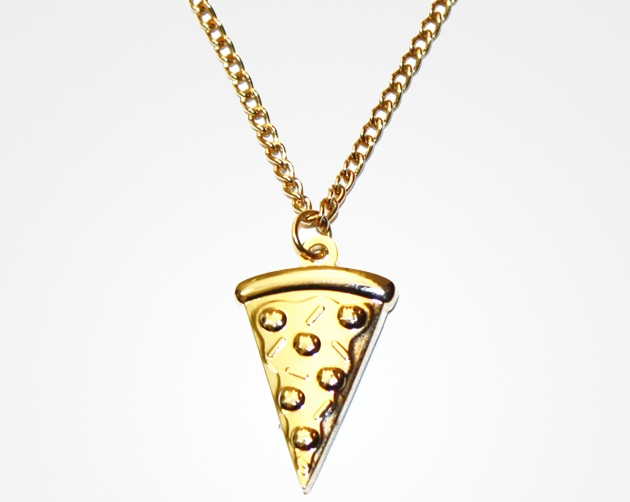 the pizza slice necklace will bond your friendship