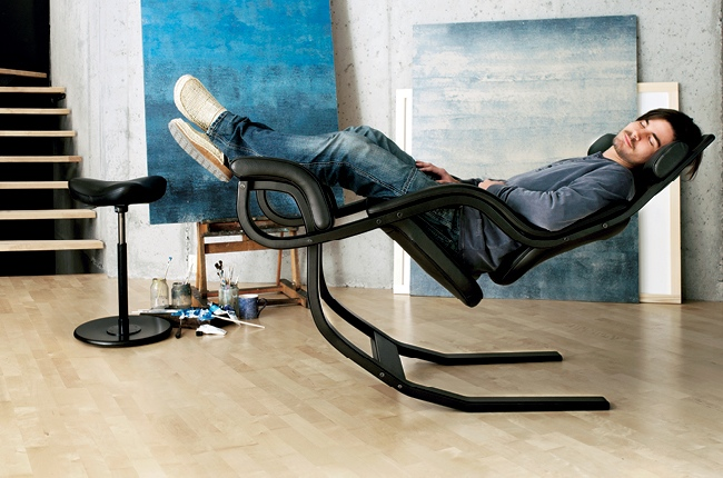 Gravity balans the zero gravity recliner chair by varier for Chaise zero gravite