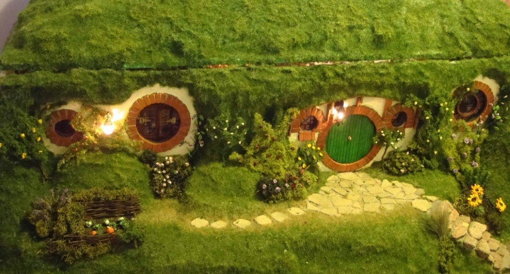 Hobbit Home Part - 39: Incredibly Detailed Bag End Hobbit Home