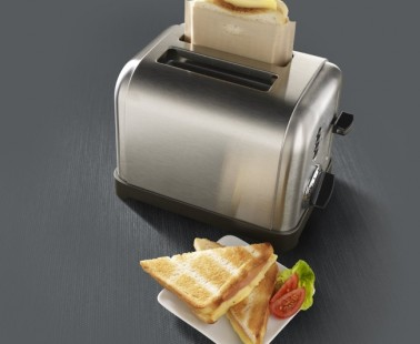 Toast Cheese Sandwiches Mess-Free