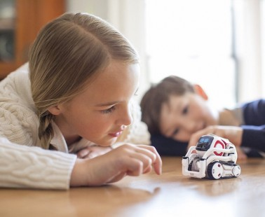 Meet Cozmo, The Tiny Real-Life Robot Accomplice For Your Child