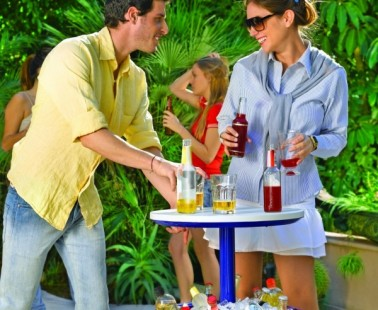 A Cocktail Table To Keep Your Drinks Cool