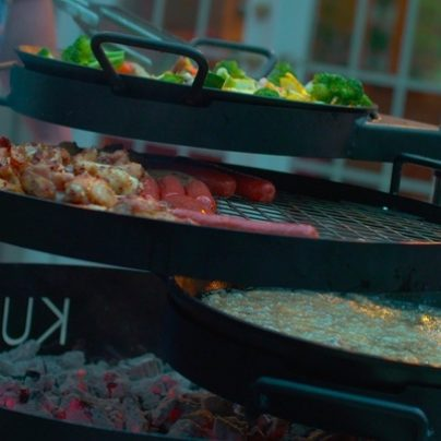 Get an Authentic Safari Barbecuing Experience with This Multi-Level Open-Flame Grill