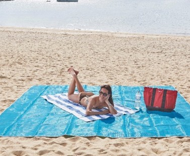 Quicksand Mat Makes Sure You Can Stay Clean From Sand While at the Beach