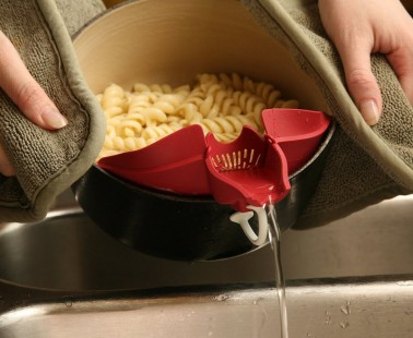 This Kitchen Clip Attachment Makes Pouring and Straining a Breeze