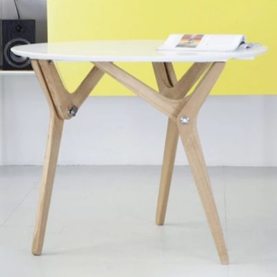 With a Pull and a Twist, This Table Shrinks and Grows to Your Needs