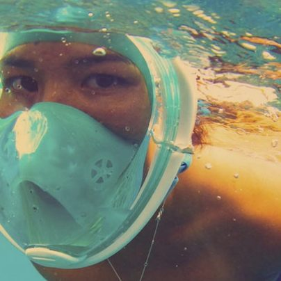 Water-Tight Snorkel Mask Keeps Your Face Dry Under Water